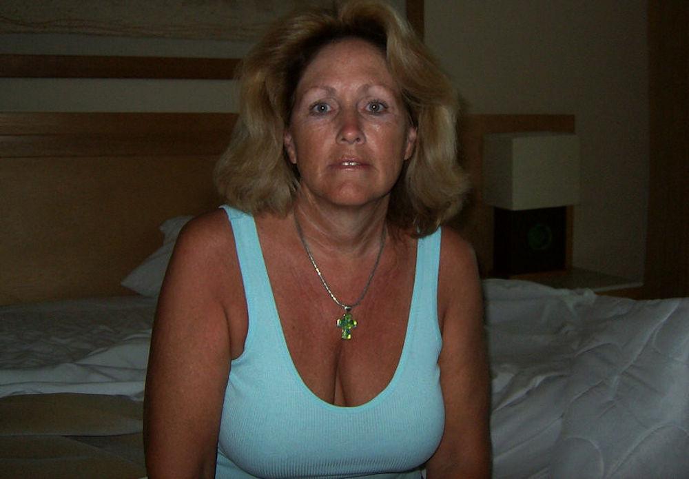 Femme coquine aime les aventures libertines
